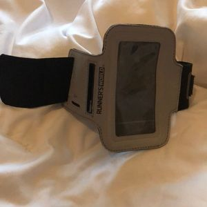 Runner's World Accessories - Adjustable iPod Arm band